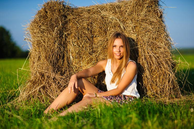 Devojka u polju