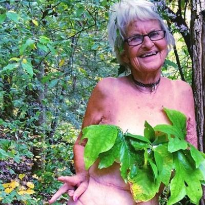 Može kupaći, a može i bez: Baka (86) zapalila internet! (FOTO)