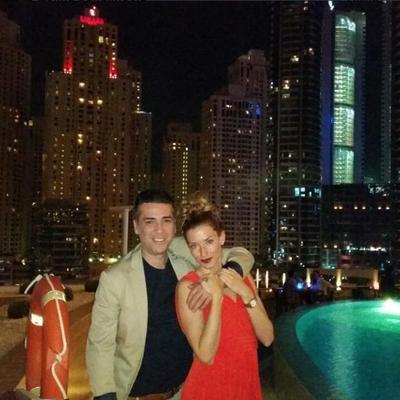 Uživanje u Dubaiju: Željko i Jovana Joksimović u zagrljaju! (FOTO)