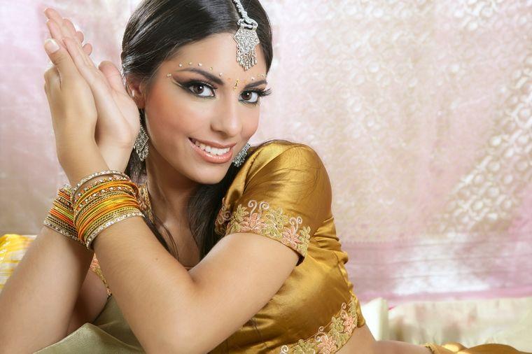 Jedino što vam je potrebno za savršen ten: Zlatna maska Indije za potpuno čisto lice!