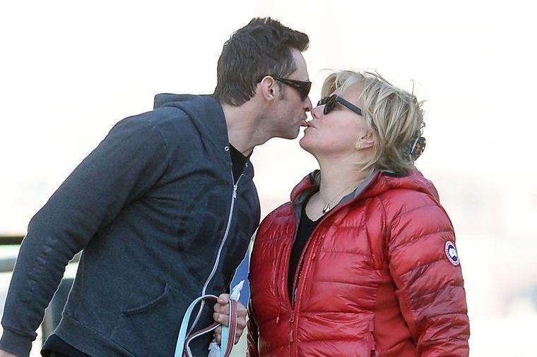 Bizarna navika slavnog glumca: Ovo je tajna mog srećnog braka! (FOTO)