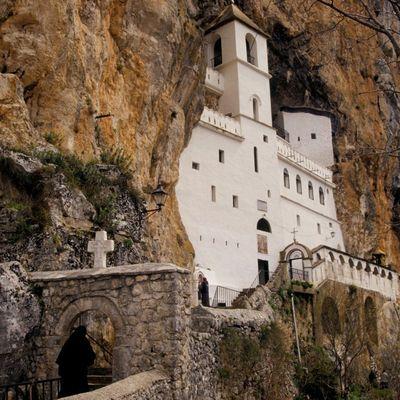 Još jedno čudo u Ostrogu: Dokaz da Sveti Vasilije čuva vernike! (FOTO)