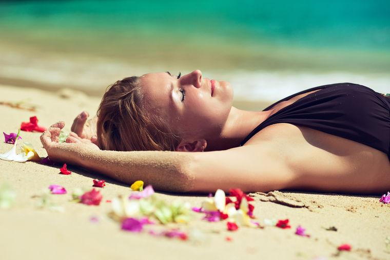 Stručnjaci upozoravaju: Šta vašem telu čine dve nedelje ležanja na plaži, a nema veze sa suncem!