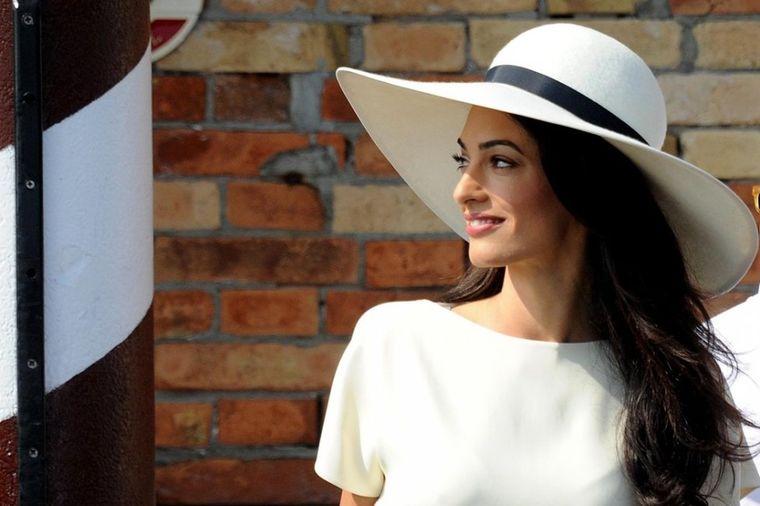 Poslovna dama besprekornog stila: Najlepša modna izdanja Amal Kluni