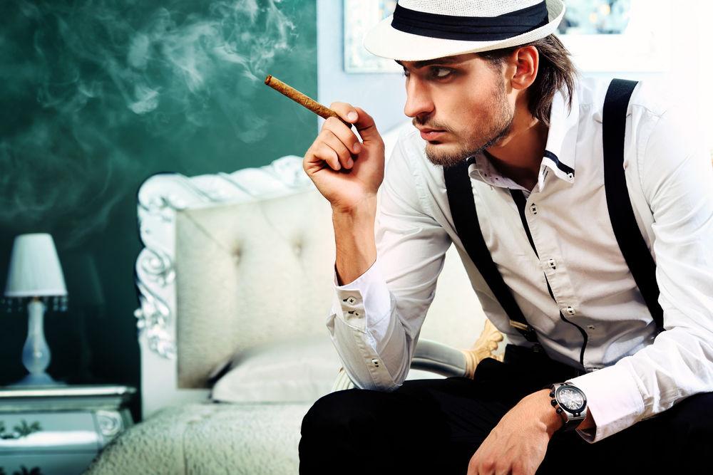 Što misliš da sada radi osoba iznad prikaži slikom Muskarac-sa-cigarom-1440323598-66216