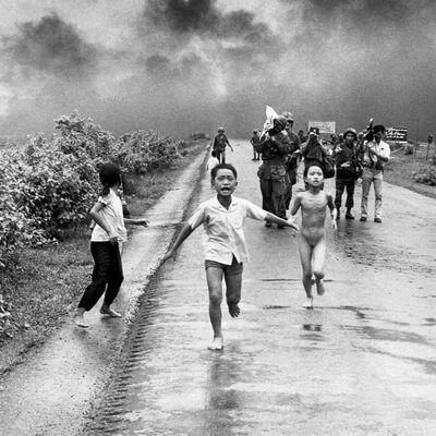 Fotografija uzdrmala svet: Devojčica (9) gola i unakažena beži od rata! (FOTO)