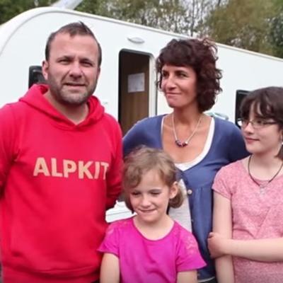 Prodali kuću, ispisali decu iz škole i krenuli na put: Oduševiće vas njihov razlog! (VIDEO)
