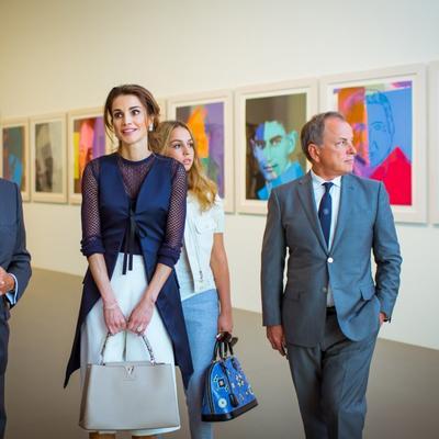 Najbolje obučena žena plave krvi: Kraljica Ranija u poseti Parizu! (FOTO)