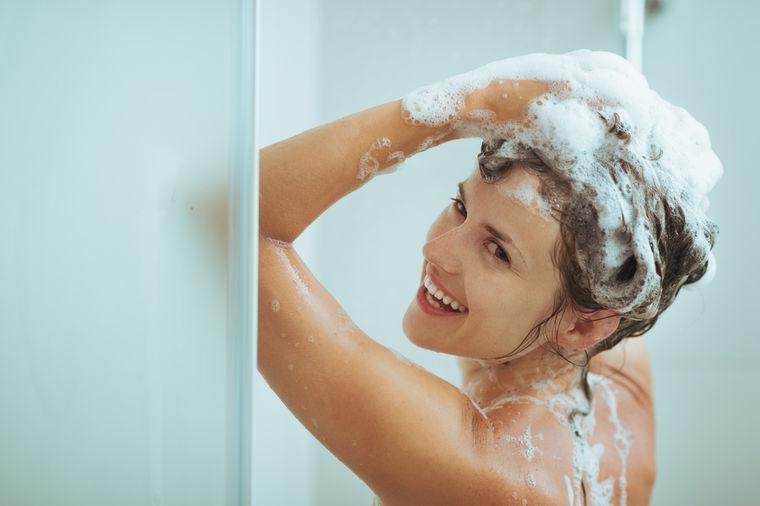 Problem masne kose: Umesto šampona stavila deterdžent za pranje sudova, evo rezultata! (FOTO)