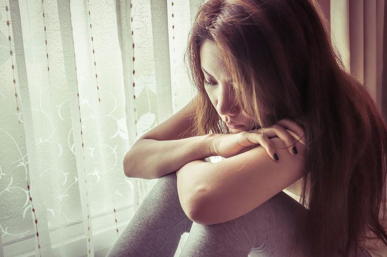 Tužna devojka
