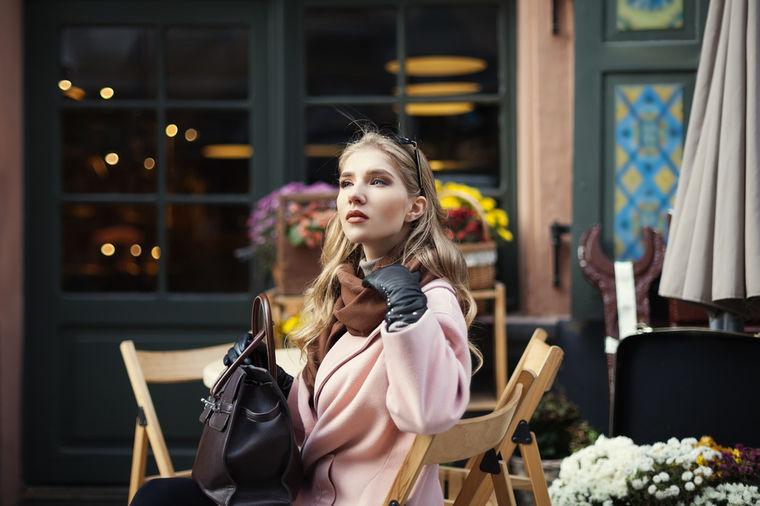 Prefinjeni francuski stil: 25 načina da nosite maramu! (VIDEO)