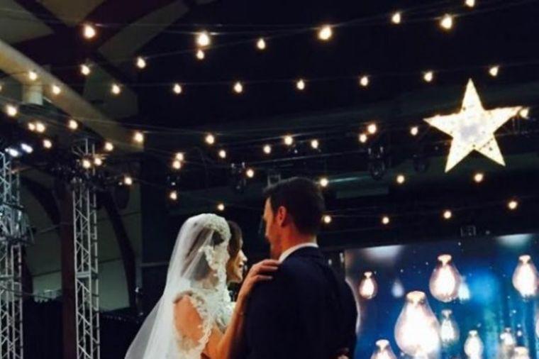 Presvukla venčanicu: Severina u zlatnoj haljini! (FOTO)