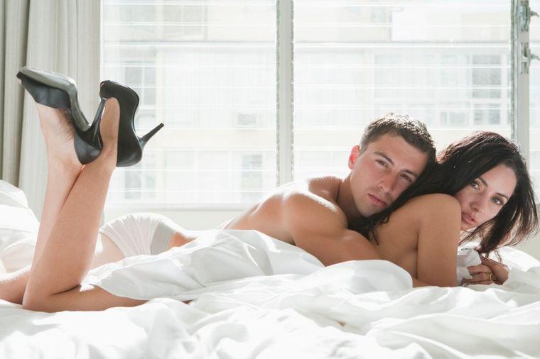 Jennifer analni seks