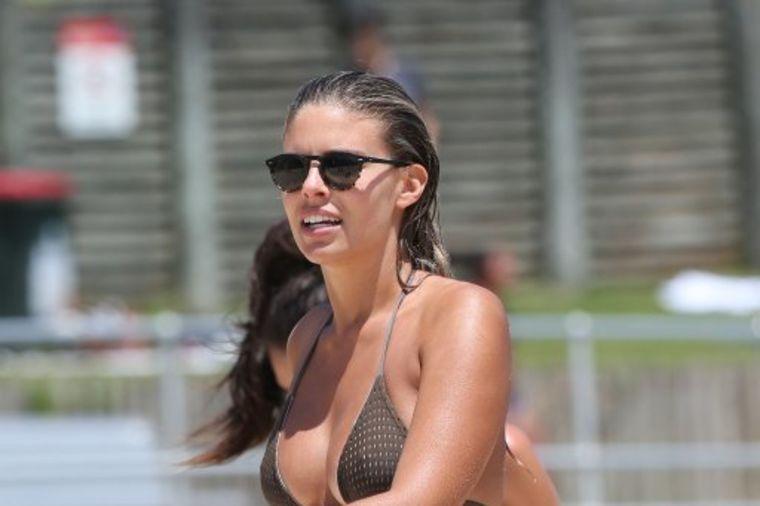Nataša (24) napravila pometnju u Sidneju: Ovako izgleda telo savršenih oblina! (FOTO)