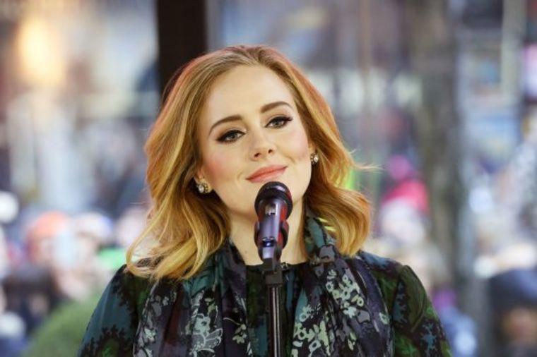 Adel dominira: Srušila sve rekorde u istoriji prodaje albuma!