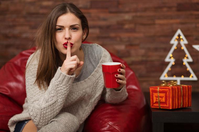 Devojka sa čajem