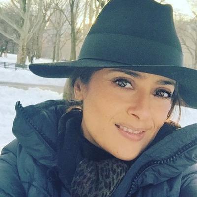 Šta se dešava sa Salmom Hajek: Nakon lica bez šminke, napravila skandal sa garderobom! (FOTO)