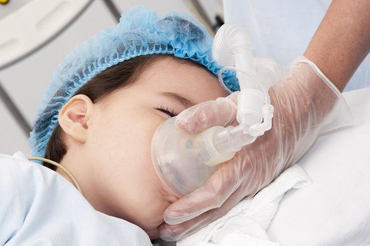 Dečak u bolnici