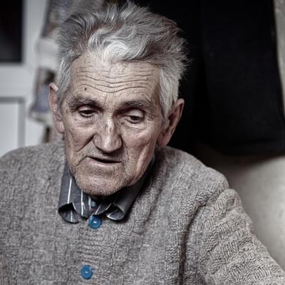 Nakon 50 godina braka, ostavila ga supruga: Užasan odgovor prevarenog penzionera!