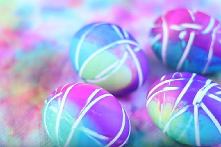 Najlepša jaja bez po muke: Našarajte ih običnim gumicama za tegle! (FOTO)