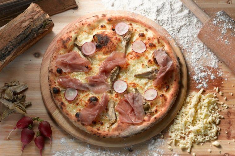 Internet poludeo za receptom: Testo za domaću picu od samo dva sastojka!