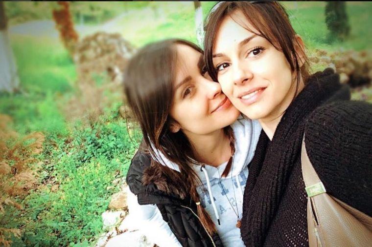 Ovako izgleda treća sestra Mićalović: Krasi ih jedna zajednička osobina! (FOTO)
