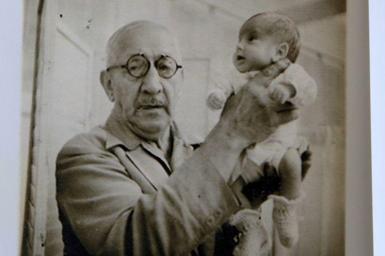 Smatrali ga ludim, a poverili mu 6.500 beba: Šokantan potez doktora promenio medicinu iz korena!