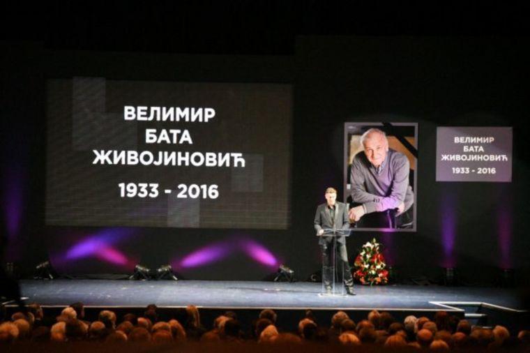 Potresni trenuci na komemoraciji: Ispratimo ga aplauzom, ne suzama, Valter ne može da umre! (FOTO)