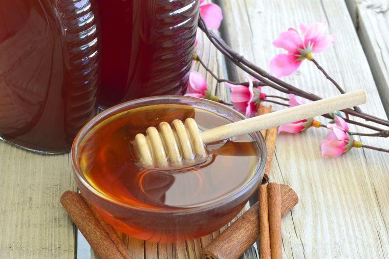 Legenda o medu: Jedina namirnica kojoj đavo ništa ne može!