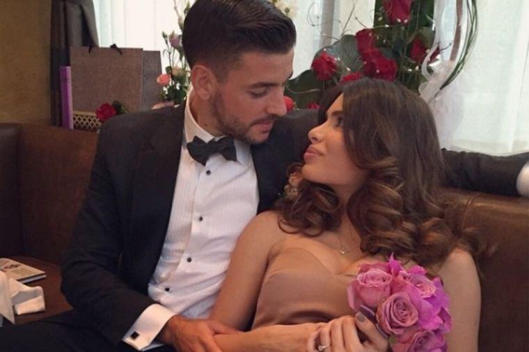 Jovana Švonja i Filip Đorđević se venčali u crkvi: Mlada u seksi venčanici  zapalila Instagram (FOTO)