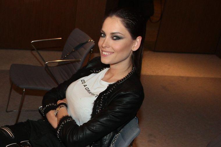 Sa šminkom je besprekorna: Ovako stvarno izgleda lice Mirke Vasiljević! (FOTO)