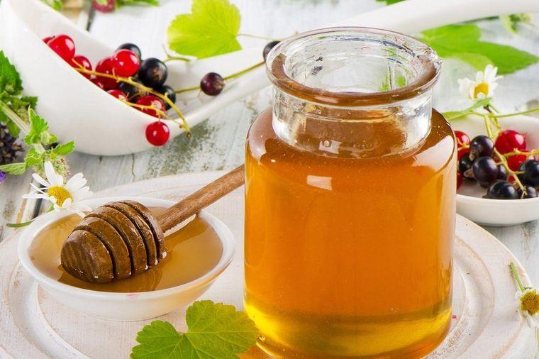 Kilogram košta 5.000 evra, leči teške bolesti: Vilin med, pravo tečno blago! (VIDEO)