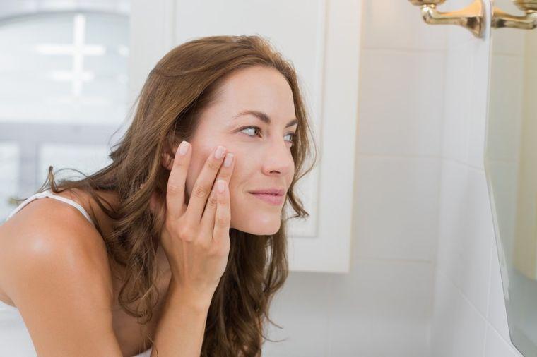 Ovakvo šminkanje prikriva bore oko očiju: Sprečite starenje kože lica!