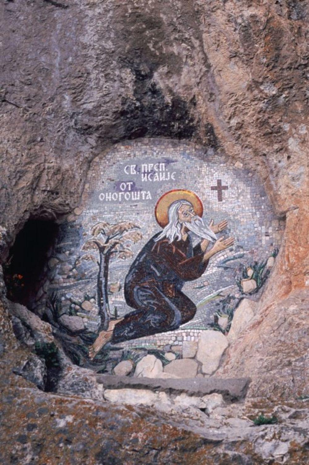 Sveti Vasilije čuva vernike, pa tako niko ne pamti da se nekom nešto loše desilo kada je naumio da poseti Ostrog. Foto: Profimedia