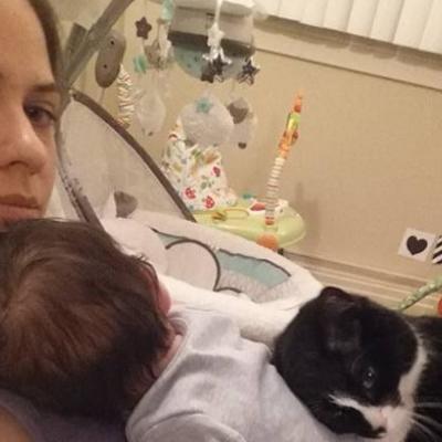 Mačka predosetila da je gazdarica trudna: Od prvog dana čuvala bebu! (FOTO)