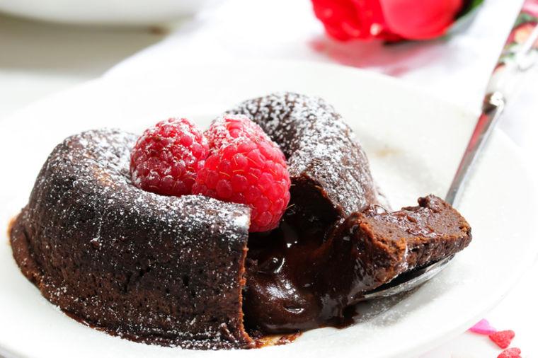 Čokoladni kolači od 3 sastojka: Slatkiš za kojim je poludeo svet! (RECEPT)