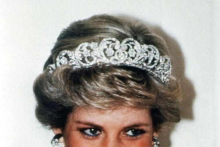 Osvetnička haljina šalje jasnu poruku: Vidi šta propuštaš! Večna lekcija princeze Dajane! (FOTO)