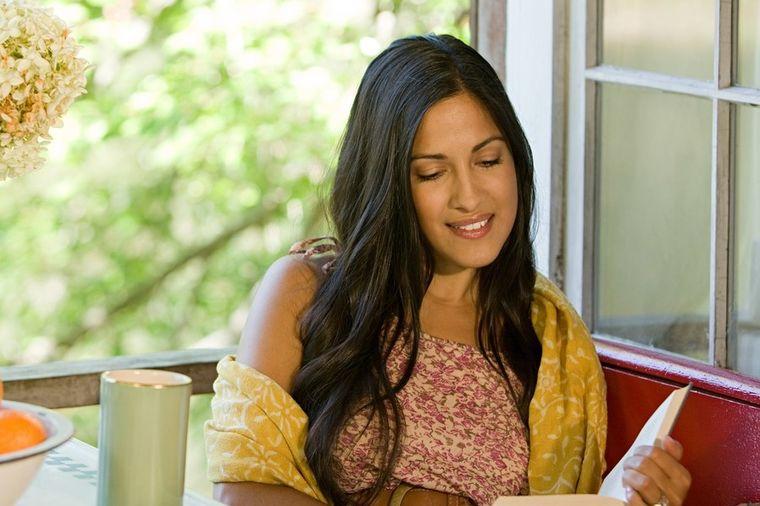 Devojka čita knjigu, Profimedia