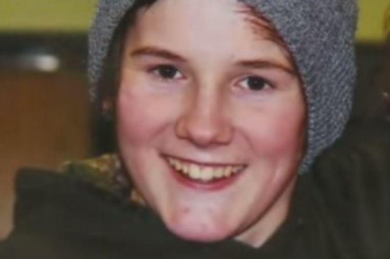 Tinejdžer (16) sa roditeljima otišao na palačinke: Preminuo na sred restorana! (VIDEO)