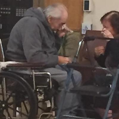 Prisilno razdvojeni posle 62 godine ljubavi: Suze bake i deke stežu i najtvrđa srca! (VIDEO)