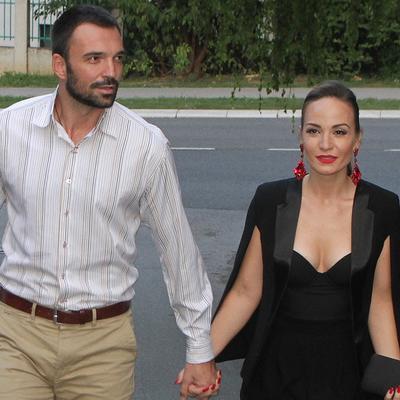 Jelena Tomašević i Ivan Bosiljčić proslavili 5 godina braka! (FOTO)