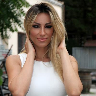 Haljina Rade Manojlović modni debakl: Fanovi je zasuli oštrim kritikama! (FOTO)