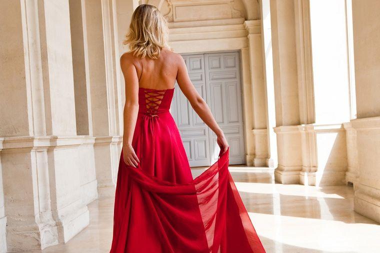 Crvena haljina, Profimedia