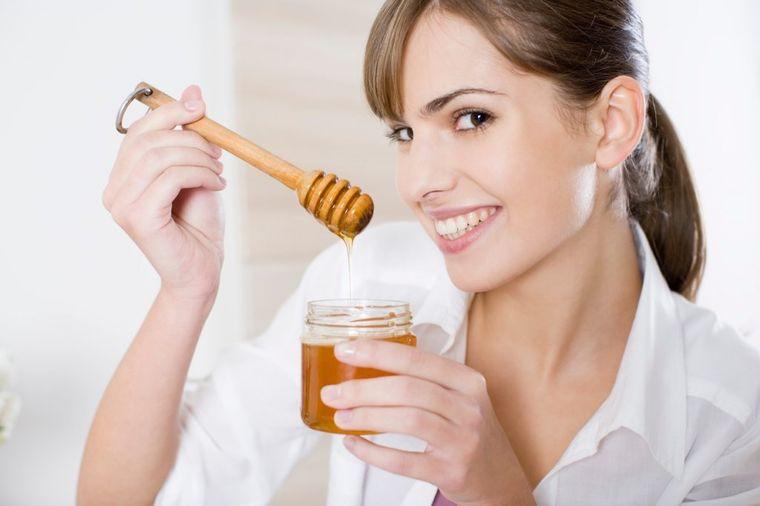 20 supermoći običnog meda: Ni ne znate za šta sve možete da ga koristite!