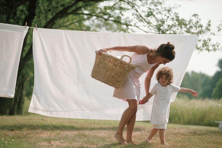Štede vodu, struju ali i garderobu: Ovo su saveti za pravilno pranje odeće!