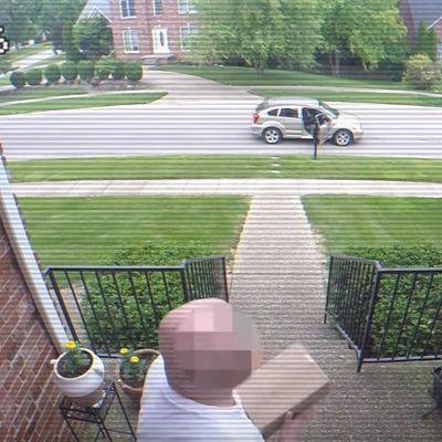 Stalno su mu krali pošiljke: Postavio zamku koju lopov neće zaboraviti! (VIDEO)