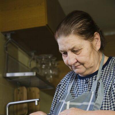 Ova žena ima najmanju platu u Srbiji: Kako preživeti sa 2.000 dinara?