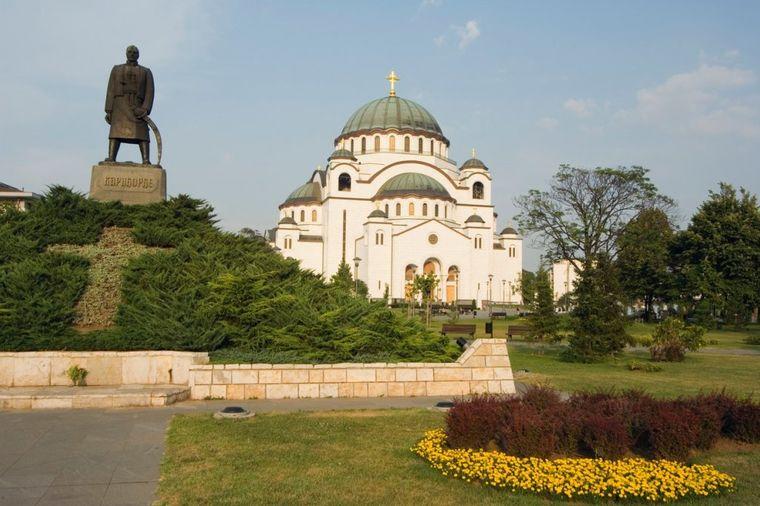 U ime časti, života i smrti: Evo zašto se Srbi ljube tri puta i šta to znači!