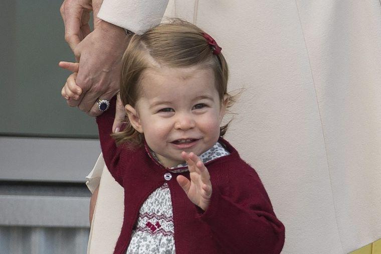 Princeza Šarlot puni 2 godine: Ovako su proslavili njen rođendan Kejt i Vilijam! (FOTO)