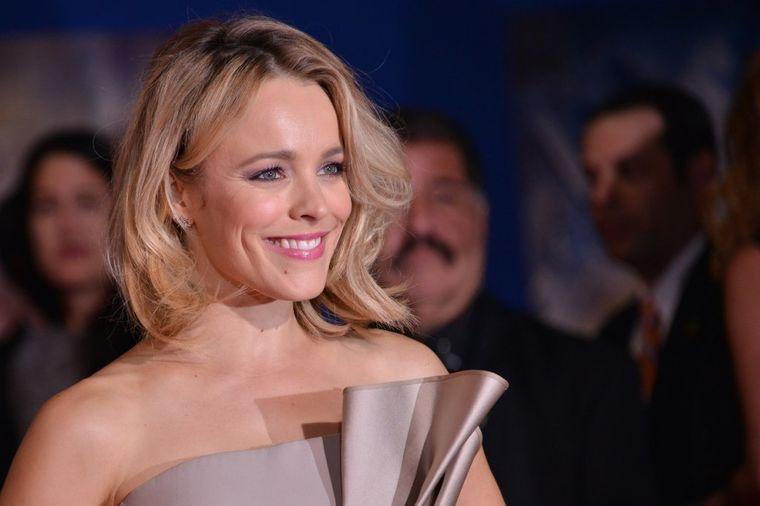 Haljina o kojoj bruji Holivud: Dugo će je pamtiti po ovom izgledu! (FOTO)